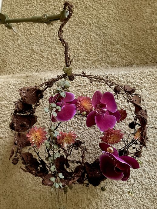 bouquet-round-modern-floral-design-orchids-wood