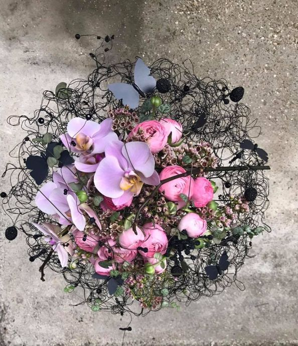 modern-bouquet-bride-floral-design-romantic-orchids-pink-blacklace-wire-butterfly